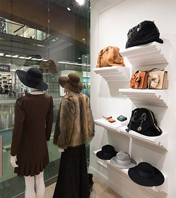 Using top-quality shop lighting to give clothes in the shop window added appeal - Philips