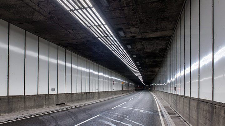 Clear visibility of tunnel exit - Improve traffic safety with Philips tunnel lighting