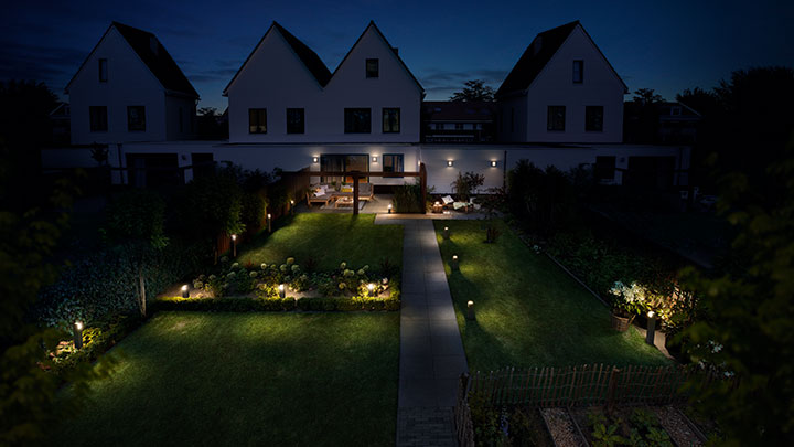 Magical lighting atmosphere in your garden and terrace with Philips exterior lighting